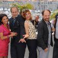 Bernard Le Coq, Saïda Jawad, Hippolyte Girardot, Florence Pernel, Denis Podalydès et Samuel Labarthe lors du photocall du film La Conquête au festival de Cannes le 18 mai 2011