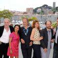 Bernard Le Coq, Saïda Jawad, Hippolyte Girardot, Flornece Pernel, Denis Podalydès et Samuel Labarthe lors du photocall du film La Conquête au festival de Cannes le 18 mai 2011