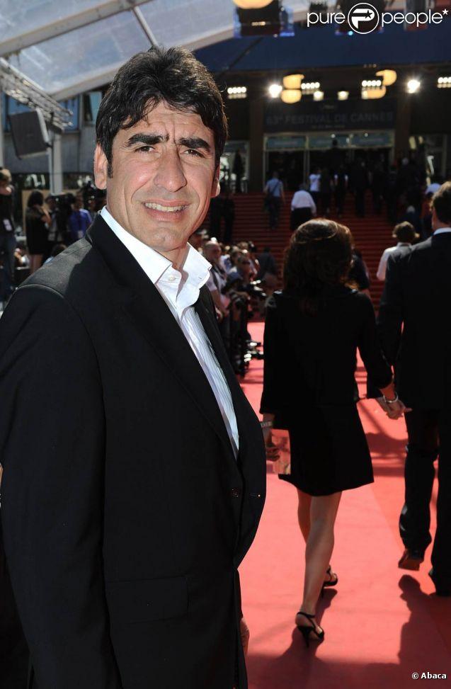Joël Cantona (photo : à Cannes, en mai 2010) a postulé, jeudi 19 mai 2011, pour la reprise du club de football du SCO Angers, où il évolua de 1989 à 1991, et actuellement en Ligue 2. Il aurait proposé 1,5 million d'euros.