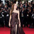 Angelina Jolie a brillé sur le tapis rouge du 64ème Festival de Cannes. 17 mai 2011