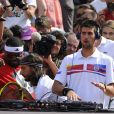 Pour que Bob Sinclar puisse jouer un peu, Novak Djokovic n'a pas hésité à prendre le relais aux platines !   Samedi 21 mai 2011, chaude ambiance à la Porte d'Auteuil, pour l'ouverture des Internationaux de France de Roland-Garros !