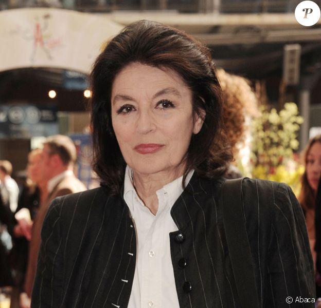 Anouk Aimée lors de l'inauguration de l'opération A vous de lire au sein de la Gare du Nord à Paris le 25 mai 2011