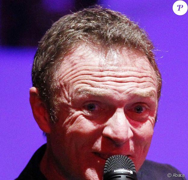Christophe Hondelatte donne son premier concert en public a Bordeaux a l'Amadeus Song, le 17 mars 2011
