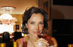 Carole Bouquet trinque à une carrière remplie et à un futur heureux événement !