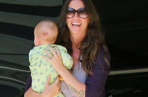 Alanis Morissette : Hilare pour son anniversaire, son bébé lui donne des ailes !