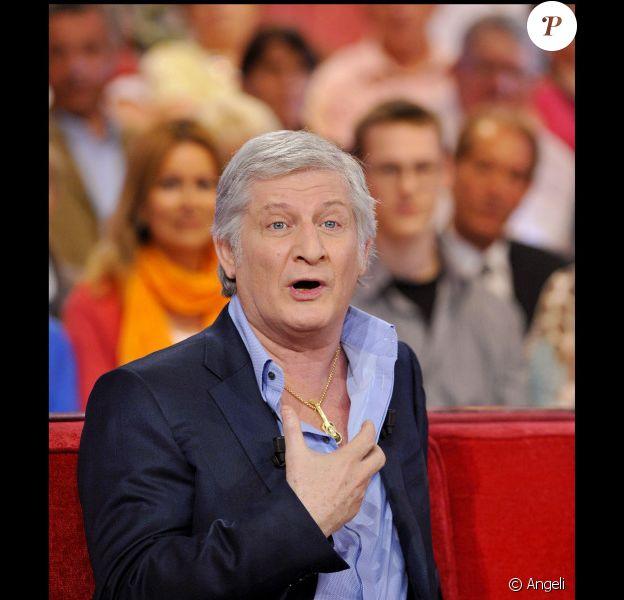 Patrick Sébastien, sur le plateau de Vivement dimanche, sur France 2, en avril 2011.