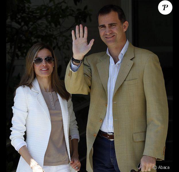 Letizia et Felipe d'Espagne à l'hôpital San Jose de Madrid le 4 juin 2011 sont allés rendre visite au roi Juan Carlos après son opération