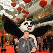 Jack Black, ninja déjanté, attire le tout-Londres... et un panda !