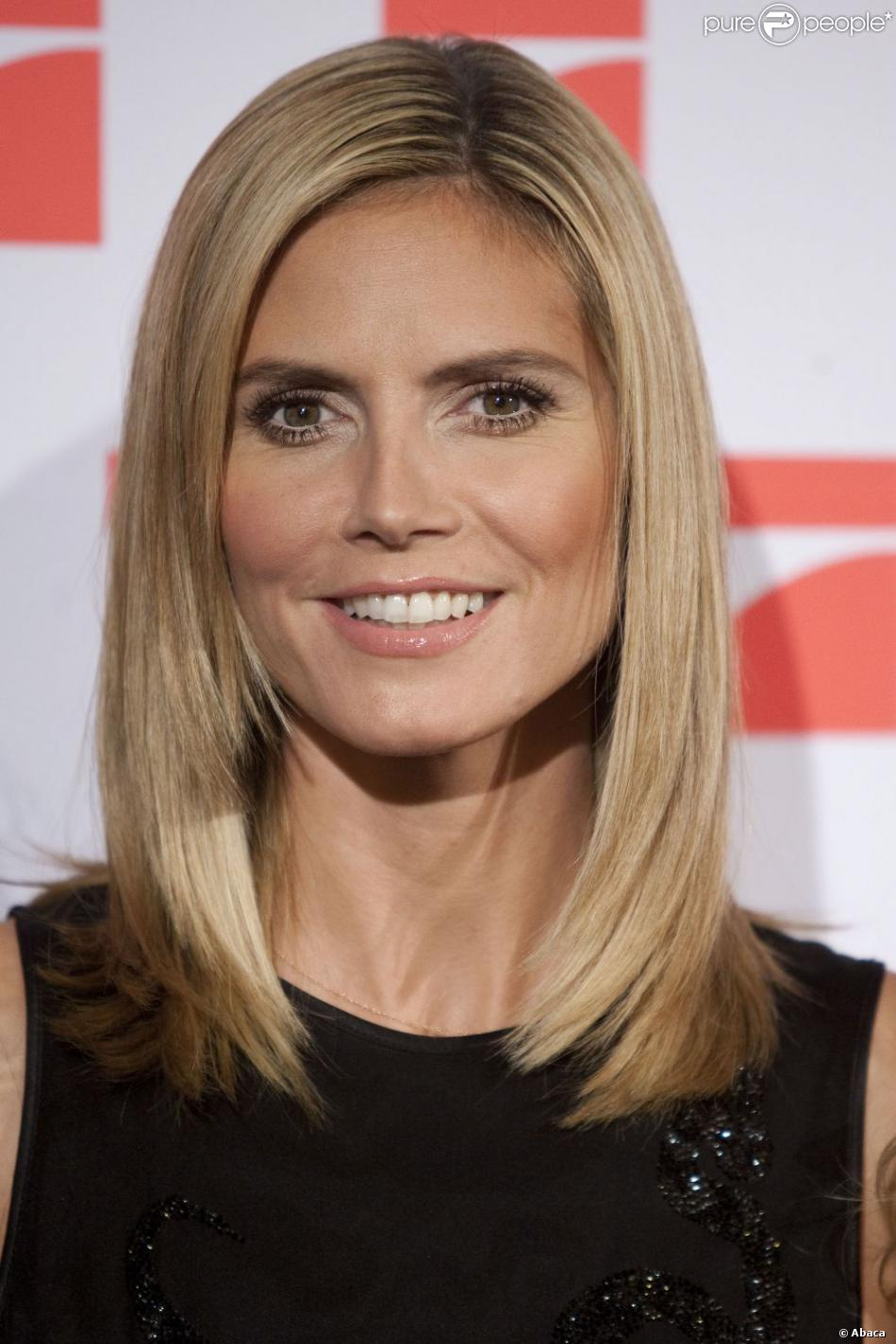 heidi klum est l 39 une des plus belles femmes au monde elle anime l 39 mission de t l r alit. Black Bedroom Furniture Sets. Home Design Ideas