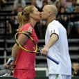 10 ans d'amour, toujours passionné. Mardi 7 juin 2011, Andre Agassi et Steffi Graf, avec Jiri Novak et Jana Novotna, faisaient le bonheur des spectateurs présents à l'O2 Arena de Prague pour une soirée exhibition.
