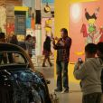 Johnny Hallyday et Laeticia visitent l'exposition  Art in the streets  au MOCA, à Los Angeles, le 9 juin 2011.