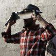 Le photgraphe français JR prépare l'exposition  Art in the streets  du MOCA à Los Angeles, mai 2011.