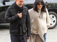 Selma Blair toujours très enceinte, heureusement que son homme est là !