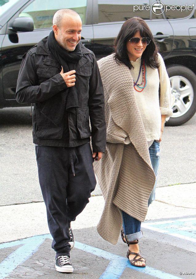 Selma Blair et son compagnon Jason Bleick dans les rues de Los Angeles le 11 juin 2011