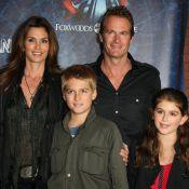 Cindy Crawford brille avec sa famille, non loin de la belle Helena Christensen