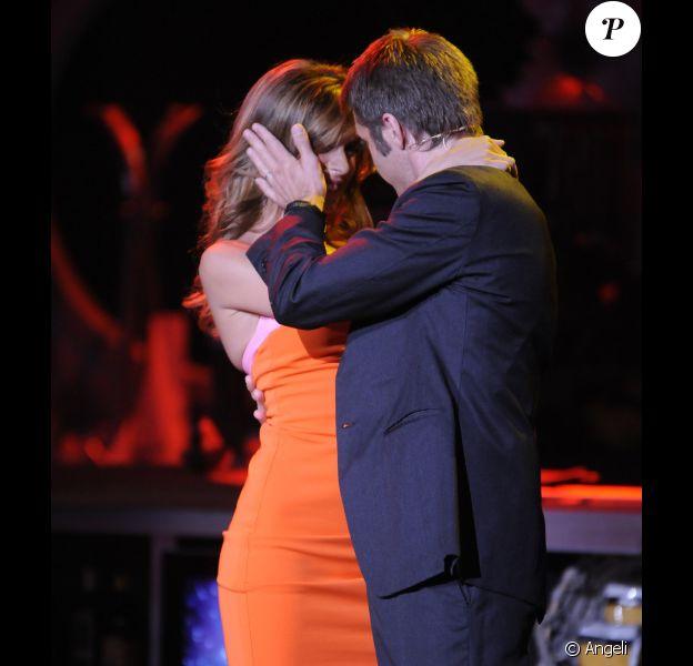 Elisabetta Canalis et Emmanuel Philibert de Savoie dans une danse sensuelle sur un plateau de télévision italien. Le 15 juin 2011