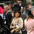 """""""Ascot 2011, jour 4, vendredi 17 juin 2011 : la princesse Eugenie d'York prend la relève de sa soeur Beatrice, venue la veille. La pluie persistante oblige les bibis à se planquer sous les parapluies, mais le rendez-vous tient ses promesses."""""""