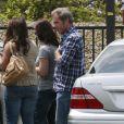 Mel Gibson arrive à Malibu avec sa petite Lucia pour voir son fils Thomas le 17 juin 2011