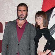 Le King Cantona entouré de charmantes comédiennes pour une course effrénée