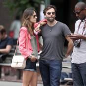 Alessandra Ambrosio : Amoureuse et relax, elle ne se prive de rien