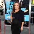 Alyssa Milano, enceinte et épanouie, lors de l'avant première de Horrible Bosses au Grauman's Chinese Theater de Los Angeles le jeudi 30 juin 2011