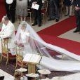 Le prince Albert et la princesse Charlène lors de leur mariage religieux dans la cour d'honneur du Palais, à Monaco, le 2 juillet 2011