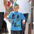 Gwen Stefani passent la journée avec son mari Gavin Rossdale et ses fils Kingston et Zuma à Los Angeles, le 2 juillet 2011. Et une nouvelle coupe pour Kingston, une !