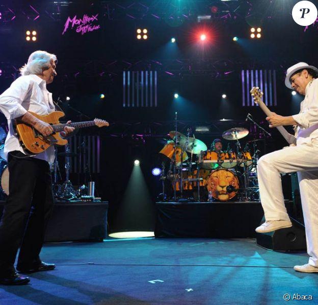 Carlos Santana en concert inaugural au 45e festival de Montreux, le 1er juillet 2011, avec l'Anglais John McLaughlin.