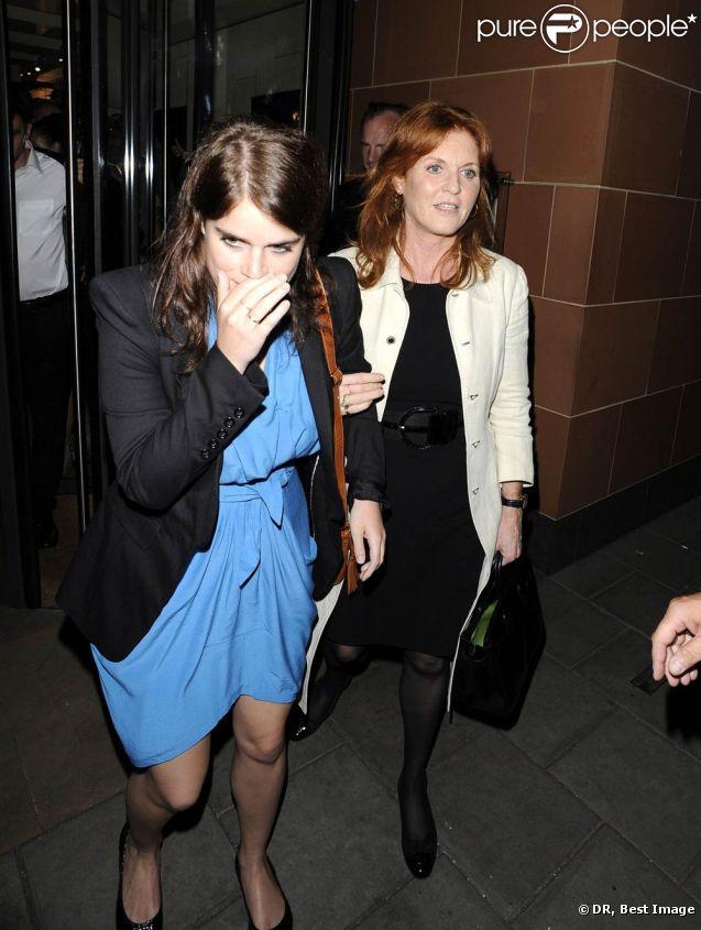 Sarah Ferguson et la princesse Eugenie d'York dînaient ensemble chez Cipriani, à Londres, le 6 juillet 2011.