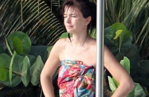Paulina Porizkova : A 46 ans, l'ancien top fait fureur sur la plage