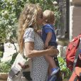 Sheryl Crow et son fils Levi James, 1 an, à Holmdel (New Jersey), le 12 juillet 2011.