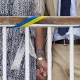 Entre Victoria et Daniel de Suède, une complicité fusionnelle existe, qui ne se cache pas.   A Borgholm, le 13 juillet 2011, la princesse Victoria de Suède et son époux le prince Daniel ont découvert les deux tilleuls que la commune leur a offerts, plantés sur la place de la mairie, pour leur mariage célébré en juin 2010. La famille royale est arrivée sur l'île d'Oland, où se trouve sa résidence estivale de Solliden.