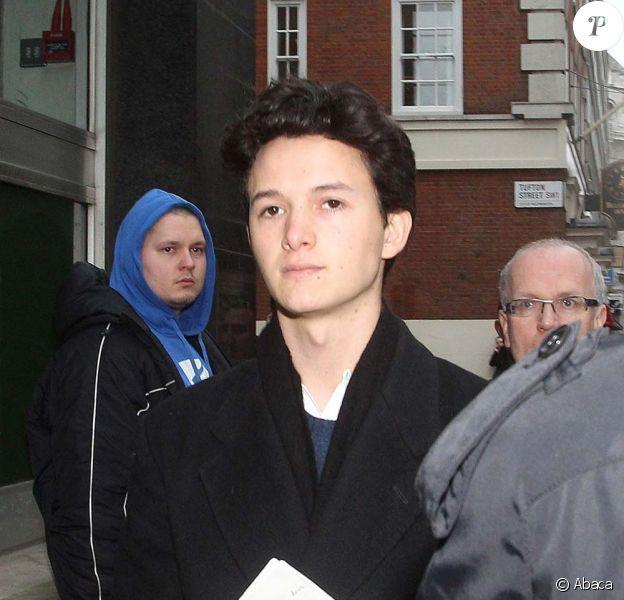 Charlie Gilmour se présente au tribunal, à Londres, le 10 février 2011.
