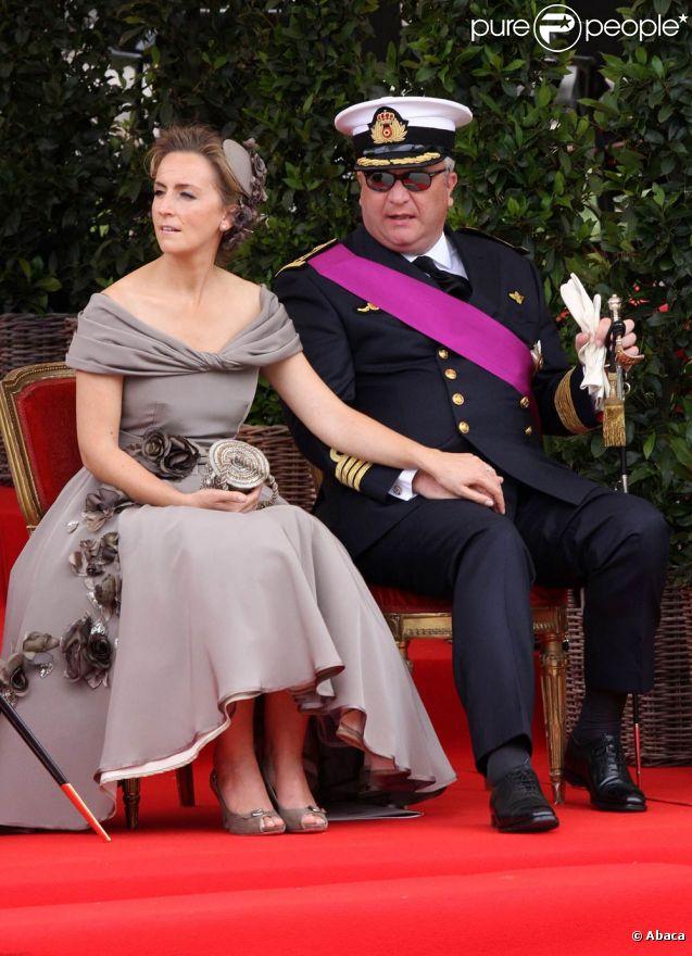 Le prince Laurent de Belgique et son épouse la princesse Claire (photo : lors de la Fête Nationale belge 2010) sont exclus des représentations officielles de la famille royale, dont les cérémonies de la Fête Nationale du 21 juillet 2011.