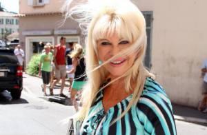 Ivana Trump, cheveux au vent et mini-robe... Une sexy grand-mère !