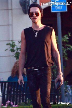 [@] Bill Kaulitz méconnaissable sans sa coupe fantaisiste - PurePeople 668818-bill-kaulitz-photographie-dans-les-0x414-3
