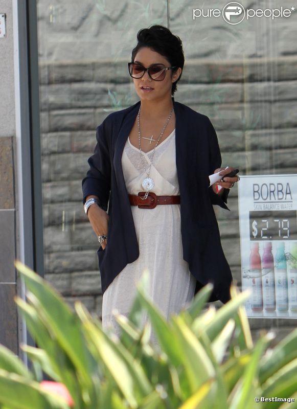 Vanessa Hudgens affiche toujours sa coupe courte à Los Angeles, 26 juillet 2011