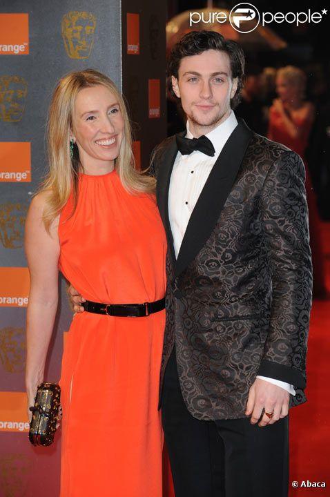 Aaron Johnson et Sam Taylor-Wood posent lors des Bafta Awards à Londres en février 2011