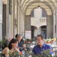 David Cameron et son épouse Samantha profitent de quelques jours de vacances en Italie, le 31 juillet 2011 : ils ont été photographiés à Montevarchi, près de Sienne.