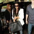 La fashionista Kim Kardashian apprécie la marque espagnole Zara. Ici, avec un blazer de la marque assorti à un sac Birkin par Hermès. Sydney, le 28 avril 2010.