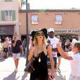 Paris Hilton en vadrouille à Saint-Tropez le 4 août 2011