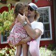 Gabriel Aubry va chercher Nahla, 3 ans, à sa pré-rentrée scolaire. Vendredi 5 août 2011, à Los Angeles