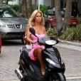 Ca roule pour Shauna Sand dans les rues de Miami. Août 2011