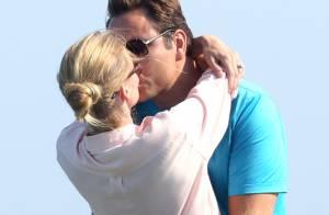 Le top Lara Stone se nourrit à l'amour dans les bras de son mari David Walliams