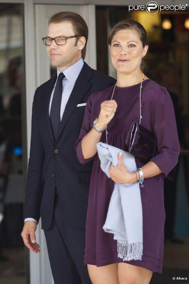La princesse Victoria de Suède et son mari le prince Daniel procédaient à l'inauguration du Congrès nordique des juristes, à Stockholm, le jeudi 18 août 2011, au lendemain de l'annonce de sa grossesse.