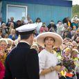 Il y a toujours foule pour le couple princier, encore plus lorsqu'il voyage avec ses jumeaux âgés de sept mois...   Le 23 août 2011, au deuxième jour de la croisière estivale de Frederik et Mary de Danemark, leurs jumeaux, le prince Vincent et la princesse Joséphine, leur ont volé la vedette, lorsque le Dannebrog a jeté les amarres à Hanstholm.