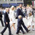 Célébration des 10 ans de mariage du prince Haakon et de la princesse Mette-Marit à Oslo, le 25 août 2011 : le couple arrive à la cathédrale avec ses enfants, le grand Marius, 14 ans, le prince Sverre Magnus et la princesse Ingrid Alexandra.