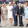 Célébration des 10 ans de mariage du prince Haakon et de la princesse Mette-Marit à Oslo, le 25 août 2011. Autour du couple, sur le parvis de la cathédrale, le roi Harald, la reine Sonja, Marius, la princesse Märtha-Louise et son mari Ari Behn.