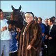 Sylvia Roth-Wildenstein en 1996 au côté du cheval Cocktail vainqueur du Grand Prix d'Amérique. La veuve de Daniel Wildenstein étant décédé en 2010 en pleine guerre de succession avec les fils de son défunt mari, les chevaux du couple sont dans un vide juridique.