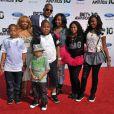 T.I. et sa femme et ses six enfants en juin 2010 à Los Angeles